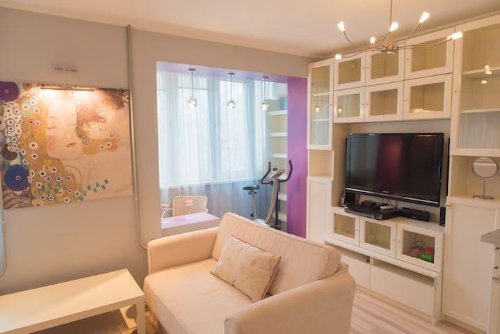 Beautiful Apartment near metro Botanichesky Sad! - Moskva