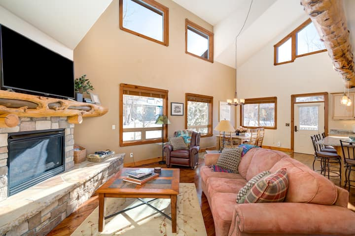 Discounted lift tickets! Fantastic Townhome - Great Space Plus Views of Down Town and Hans Peak -  Mountain Lily