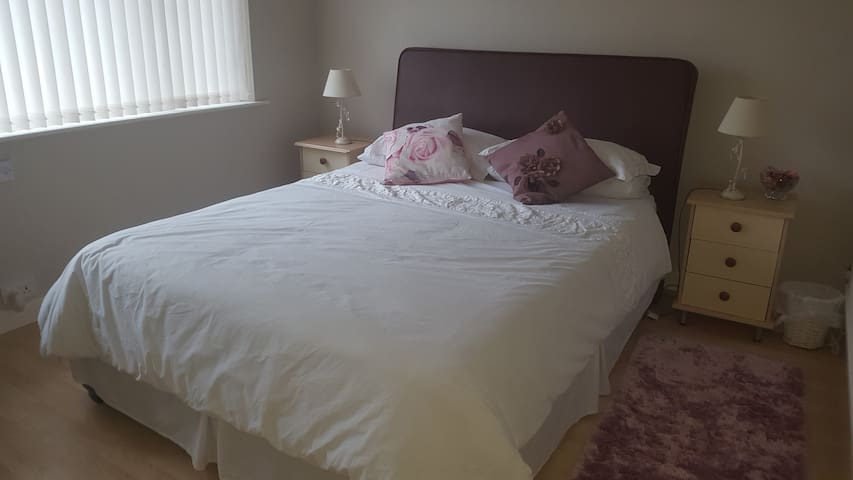 Kingsize Room Cardiff