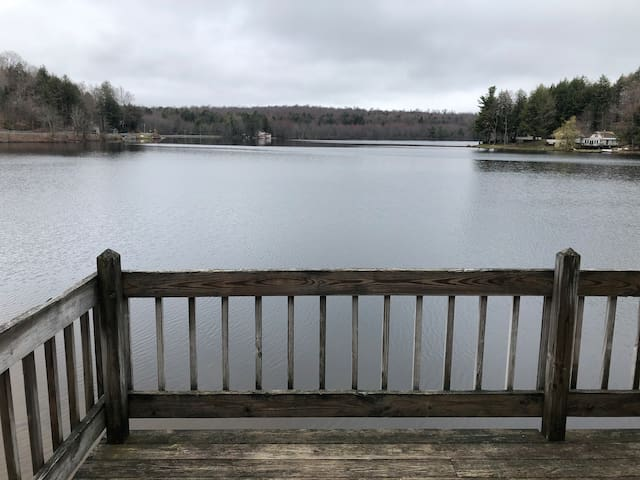 Lakeside Cottage Retreat. Close to Saratoga, SPAC