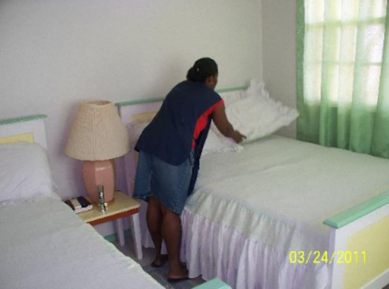 Our Housekeeper to Clean Your Room Daily so You can Feel the Sparkling, Cleanliness Everyday