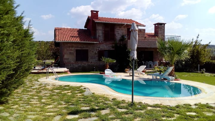 Canakkale Private Seaside  Villa w/Private Pool