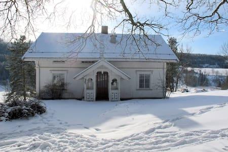 Idyllic little house on a farm - Gran - Hus