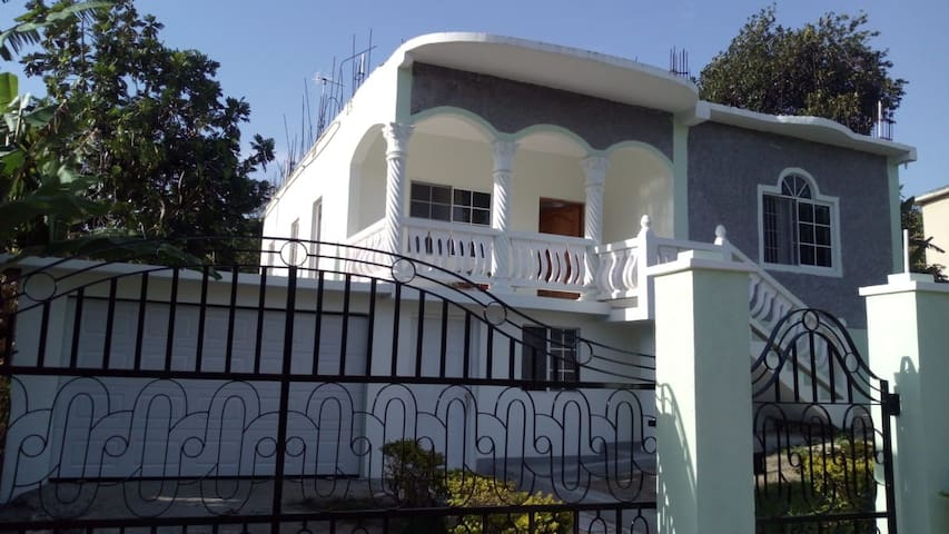 Beautiful & Authentic Ocho Rios Home