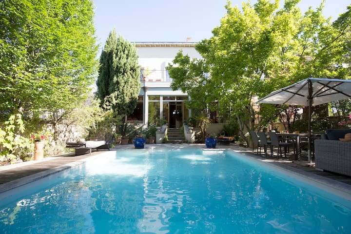 Townhouse with swimming pool in historical center