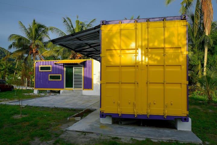 2 Cabin Lumut Cube Kontenastay UNIFI BBQ TVBOX