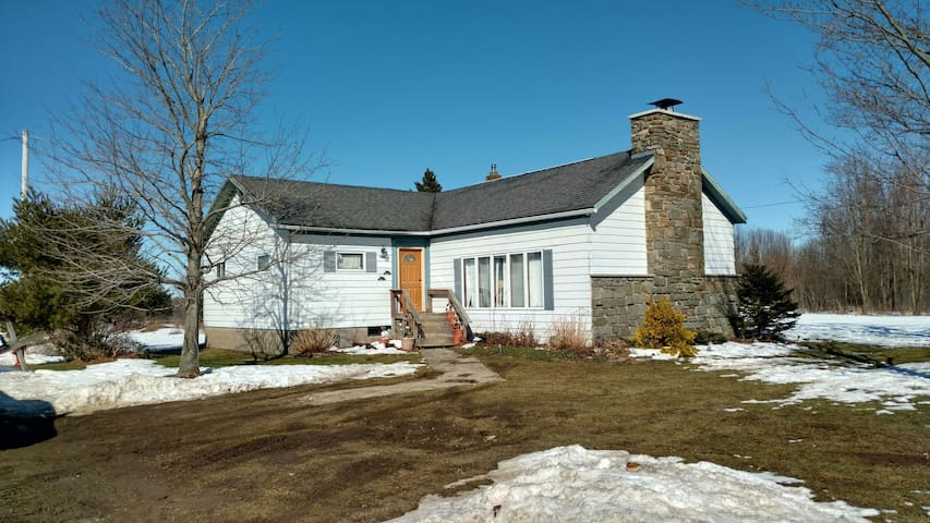 Farm House in Pulaski NY+50 acres - Pulaski - Hus
