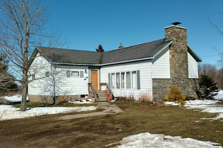 Farm House in Pulaski NY+50 acres - Pulaski - Casa