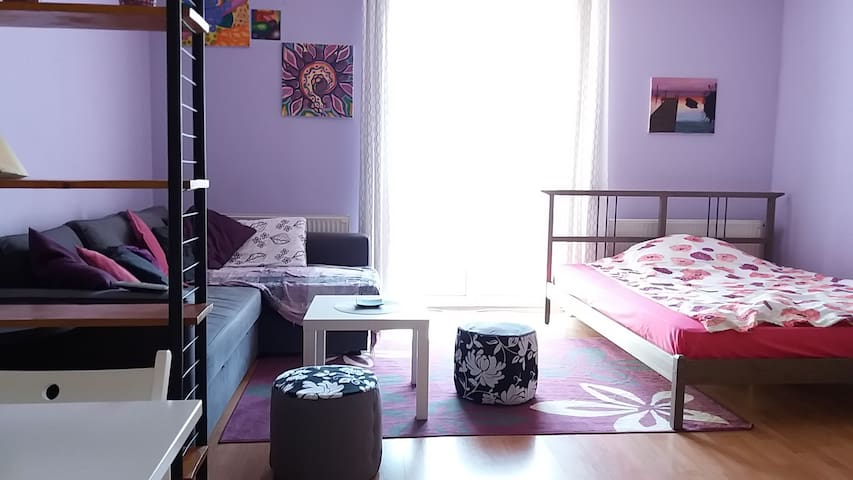 Lovely, quiet, private apartment in the center