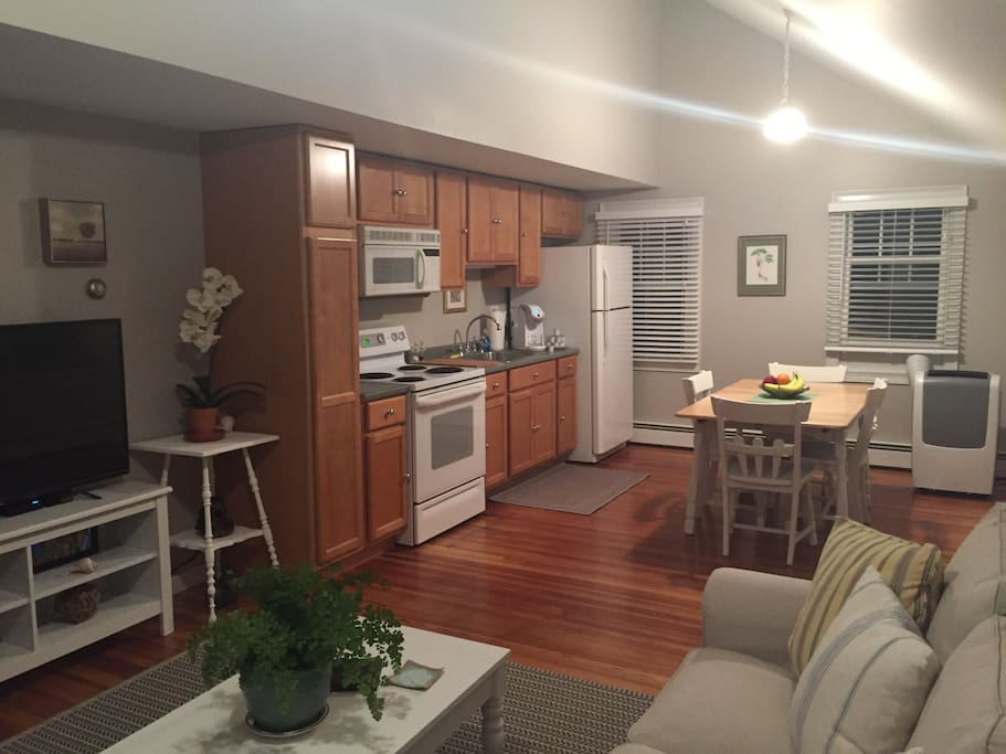 Full kitchen with convection oven, electric stove, fridge, stocked utensils & dinnerware and Keurig coffee machine (complimentary selection available).  Paper towels and hand towels are also supplied.