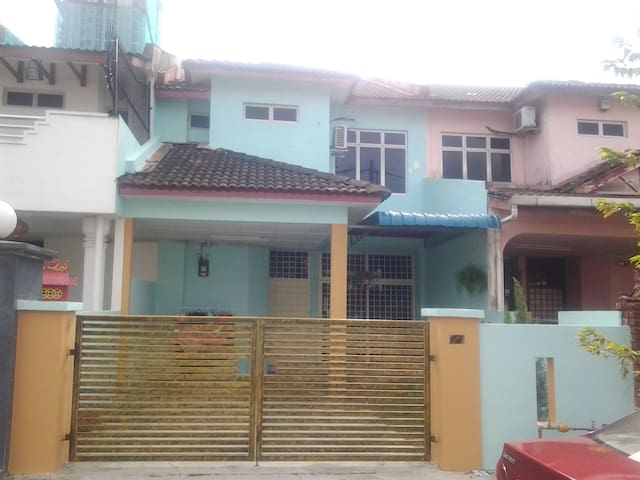 Guarded Home Stay at JB.