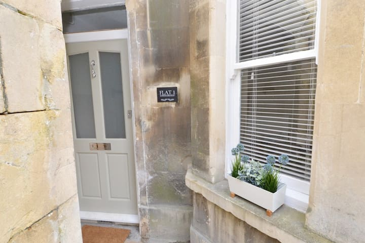 Garden apartment close to Bath city centre