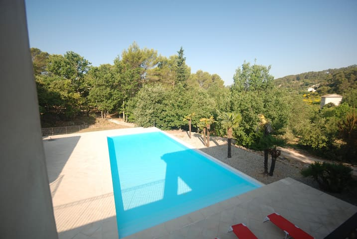 Room with private access and pool - Cotignac