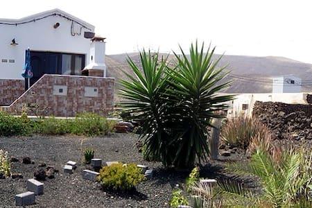 Bonita casa rural en Órzola-Haría - Orzola