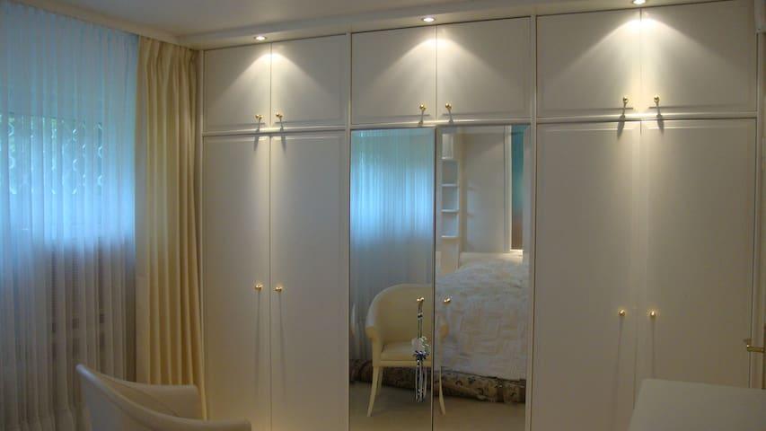 Quiet double room close to Frankfurt Airport/City - Dreieich - Casa