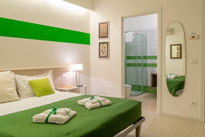 123 Casa Stella - Green Room