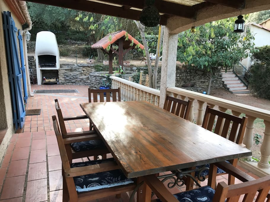 Outdoor dining and BBQ