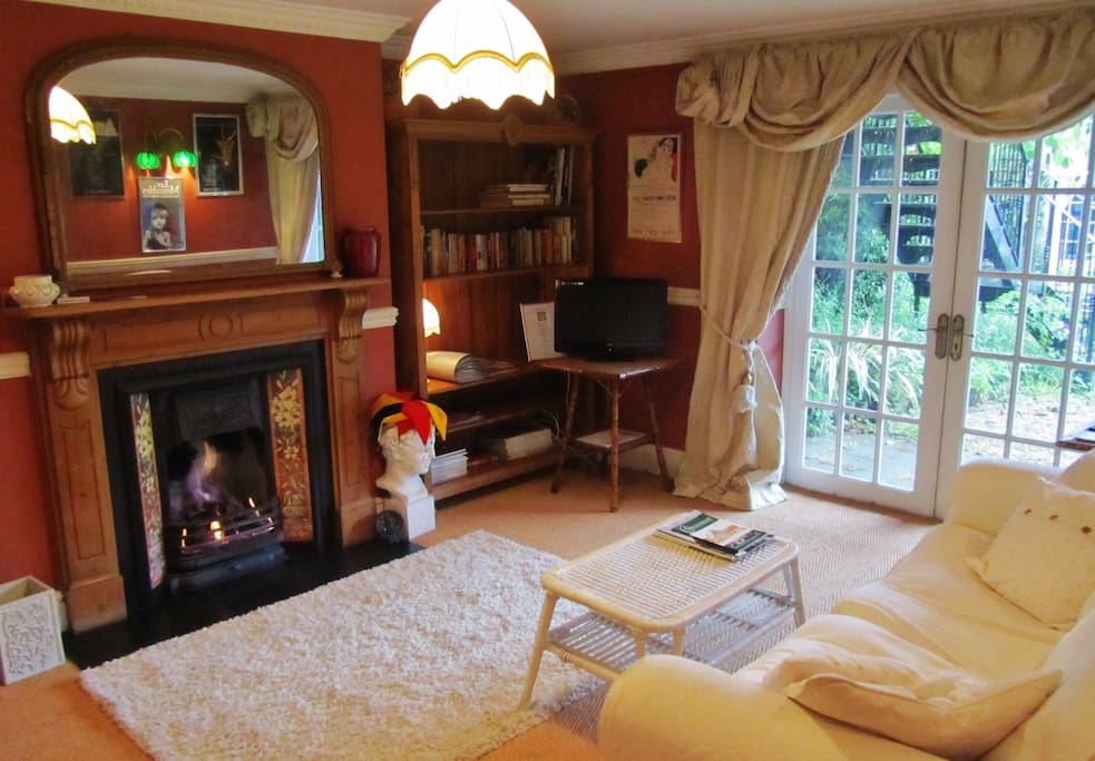 Cosy sitting room with additional sofa bed