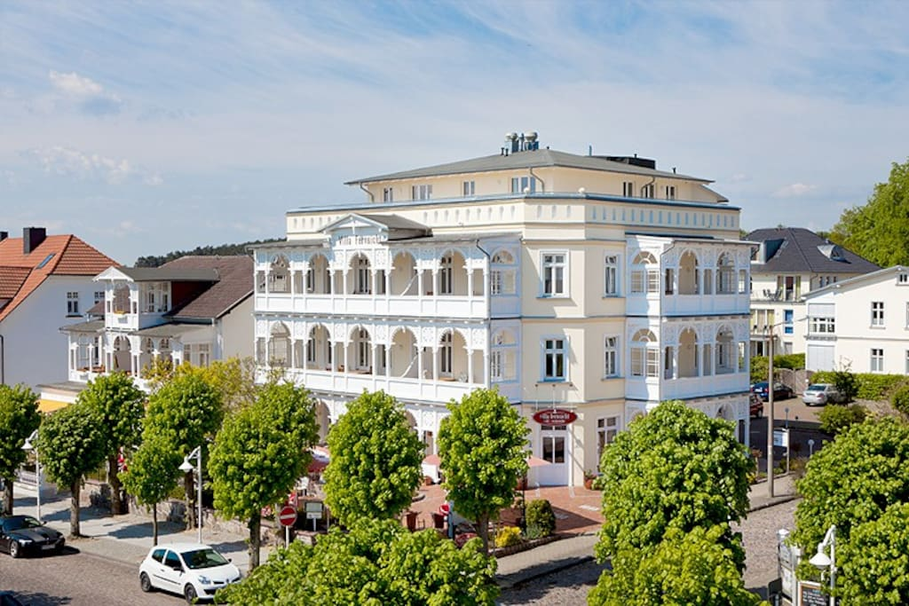 Die Außenansicht der Villa Fernsicht im Ostseebad Sellin auf Rügen.
