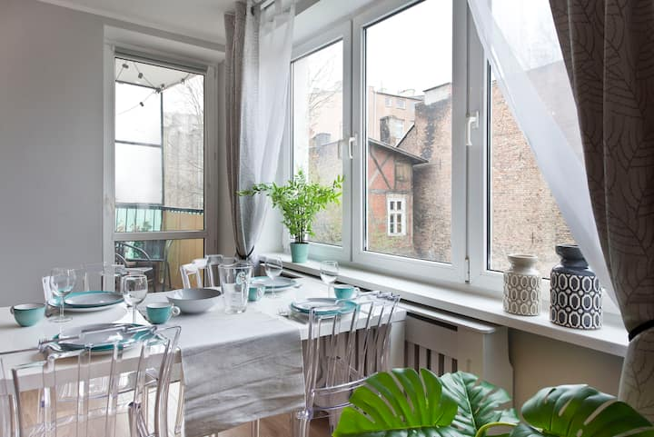 ♡Stay Hip ♡ In Vibrant Centrally Located Apartment
