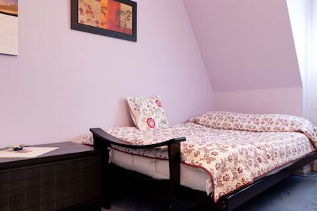 Private Room close to subway (2/3) - Queens