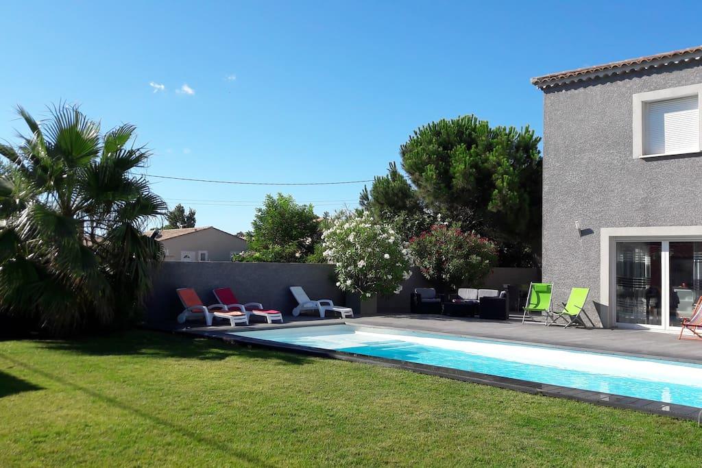 villa cap d 39 agde le petit mousse houses for rent in agde languedoc roussillon france. Black Bedroom Furniture Sets. Home Design Ideas