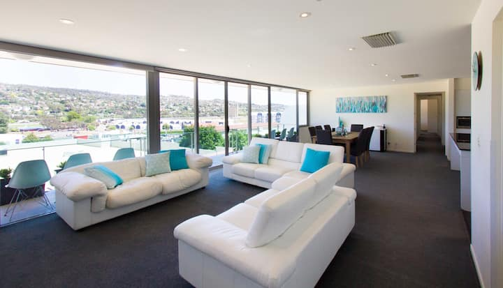 Luxurious, central 4 bedroom penthouse apartment