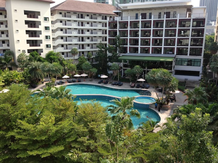 Large 1 bedroom apartment Wongamat Privecy