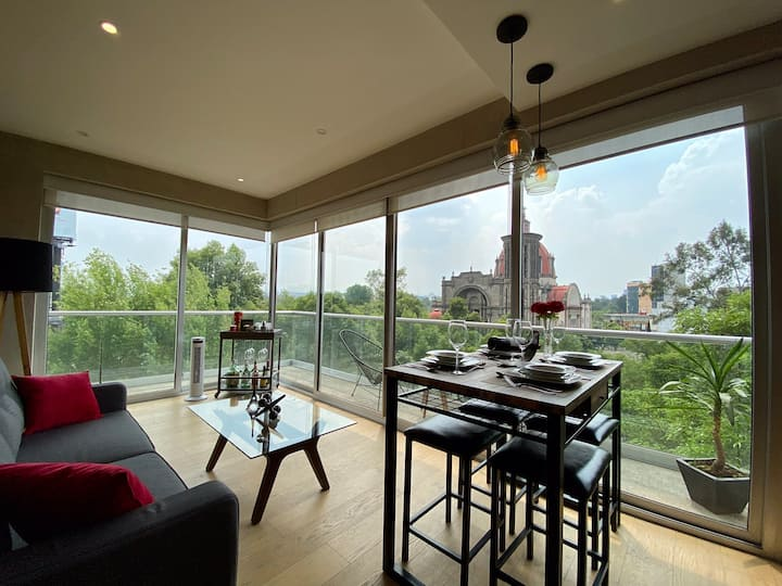 Castle view, terrace, cozy apartment in Condesa!