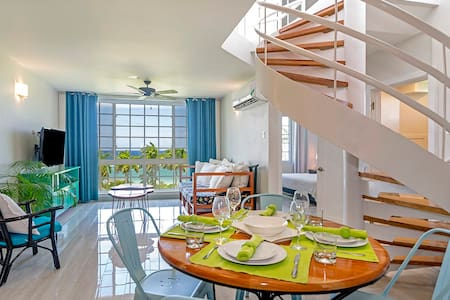 Ultra Modern 2BR Penthouse, Sleeps 5, Beach Front, Pool, Roof Patio, Montego Bay