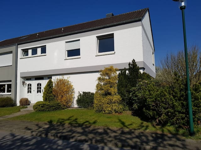 Big house close to Airport Weeze