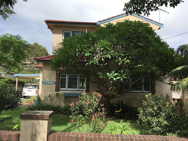 Entire 6 b/room family home close to Manly Beach. - Manly Vale - Ev