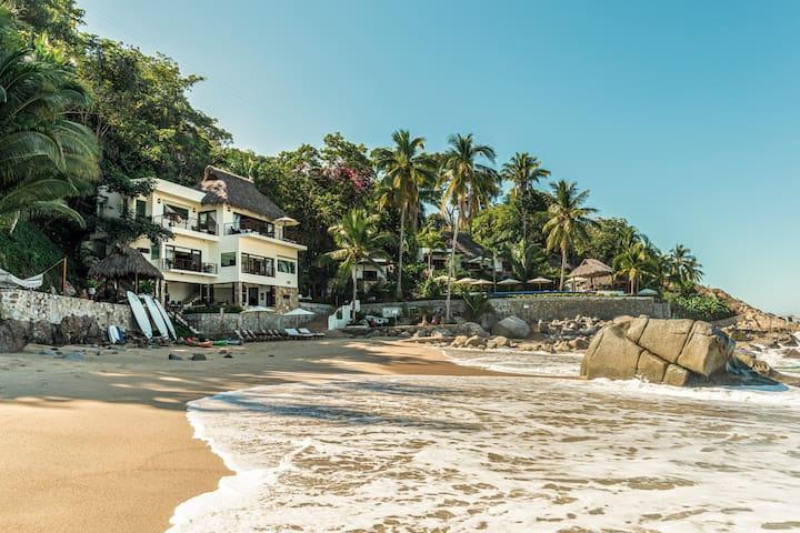 La Troza Beach Estate