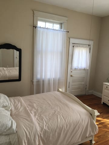 Charming one-bedroom in Dundee - Omaha - Apartment