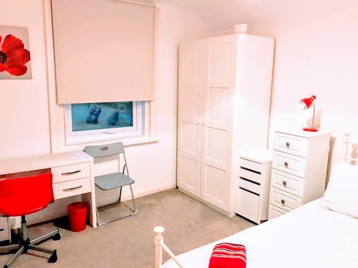Private Large Double Bedroom in Basingstoke