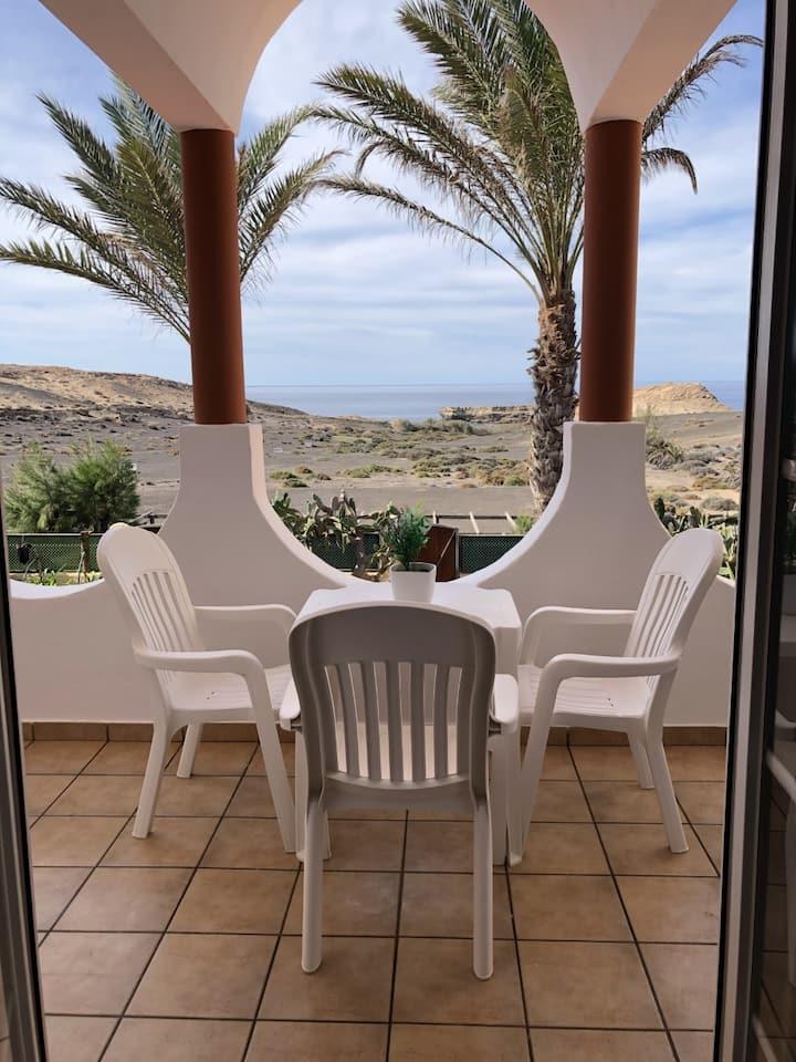 Apartamento de un dormitorio con  vistas al mar .