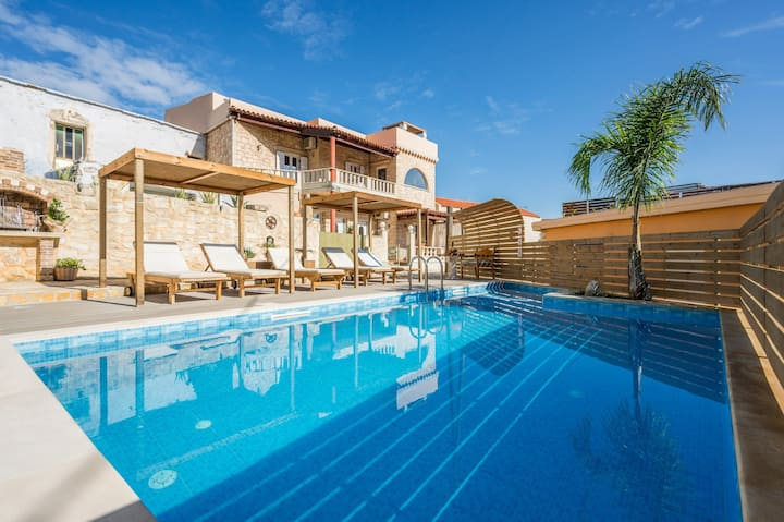 Casa Belvedere with Private Pool and Jacuzzi