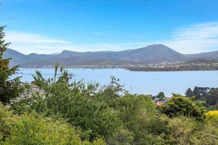 5 bedrooms & river views in Sandy Bay