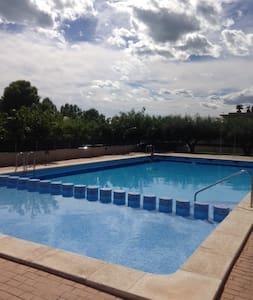 Apartment close to the sea + pool - Альканар
