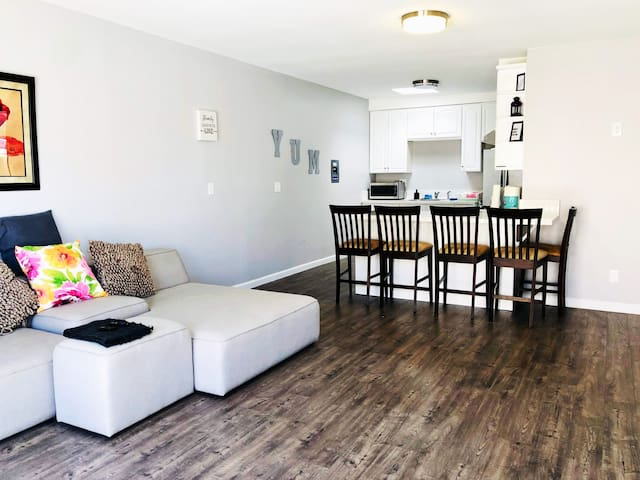 CLEAN and SAFE 2bed 1ba apt with convenient parkin