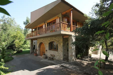 Comfortable Cottage surrounded by garden (500 m²).