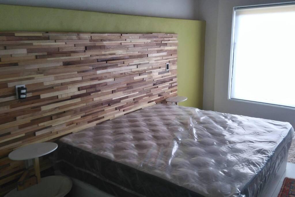 Habitación cama King y con opción de 2 camas individuales laterales deslizables