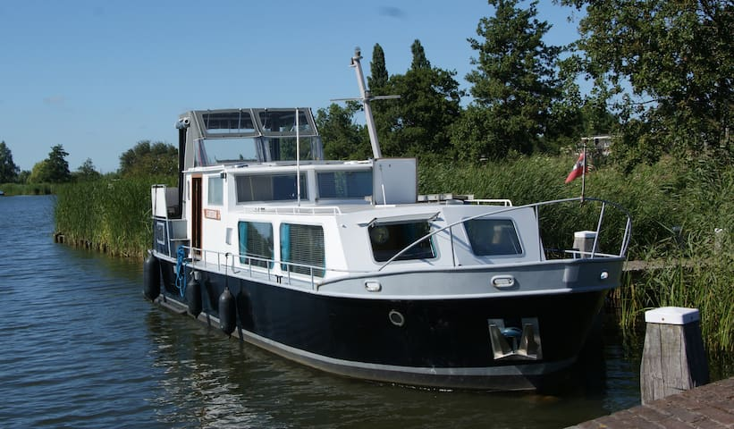 Bright houseboat in amsterdam barche in affitto a for Houseboat amsterdam prezzi