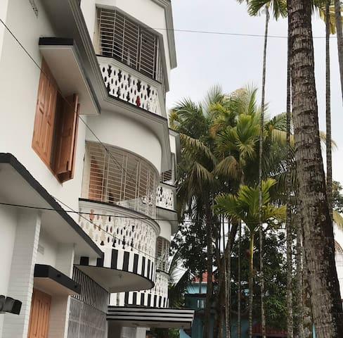 2/3 bed flat in Moulvibazar