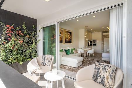 Ocean View Luxury Suite & Terrace Estoril, Cascais