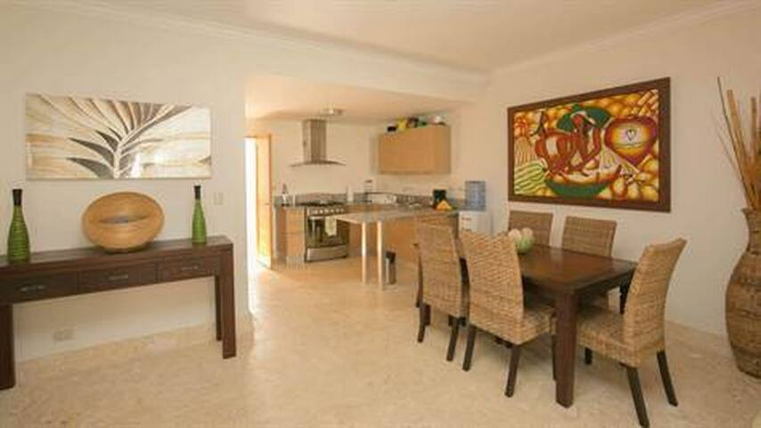 2BR Right on Beach!! Walking distance everywhere - Punta Cana - Flat