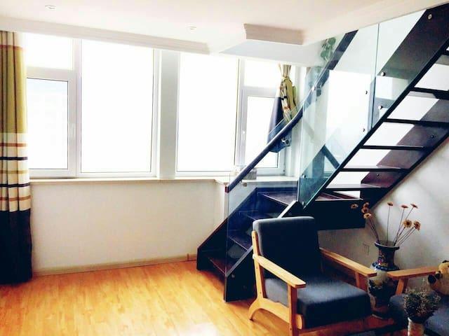 特色loft温馨大床房,泰华中百商圈,14楼景观房
