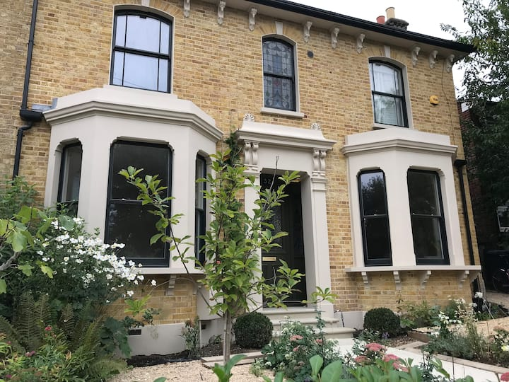 London double fronted Victorian House in zone 3