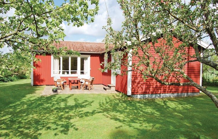 Holiday cottage with 2 bedrooms on 68m² in Karlsborg