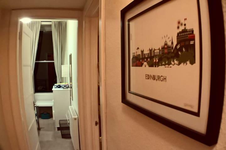 Double room near Haymarket Station - Edinburgh - Lägenhet